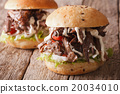 Pulled pork sandwich with vegetables and sauce  20034010