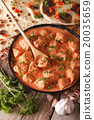 chicken tikka masala and naan flat bread close-up 20035659