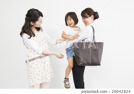 보모와 일하는 엄마 20042824
