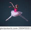 The jump of beautiful female ballet dancer  20045031
