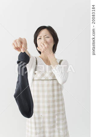Middle housewife with smelly socks 20083184