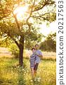 Pregnant couple 20217563