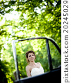 Bride and groom in car 20245029