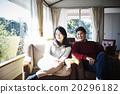 男人 坐下 坐著 20296182