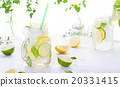 Lemonade with ice, lemon and lime slices in a jar 20331415