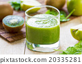Spinach with Apple and Kiwi smoothie 20335281