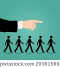 Cues walk forward. 20361569