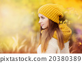 Autumn girl 20380389
