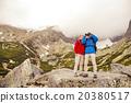 Senior hikers with binoculars 20380517