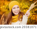 Autumn girl 20381071