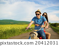 Couple on motorbike 20412031
