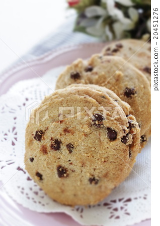 Chocolate chip cookie 20451276