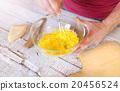 Man preparing a sauce 20456524