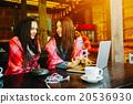 搜尋 觀看 女性 20536930