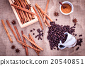 The Spoon of coffee beans on the cloth sack. 20540851