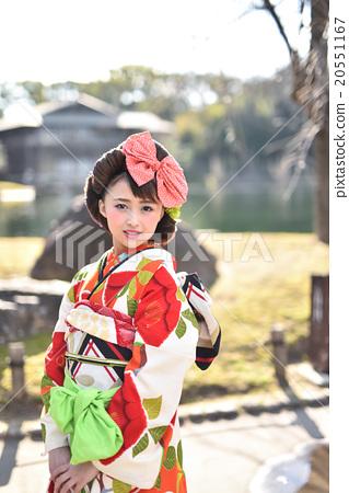 A woman in a kimono 20551167