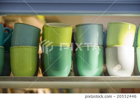 Shelf landscape with vivid mugs lining up 20552446