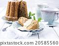 bundt cake with vanilla sauce 20585560