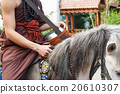 Buddhist monk ride horse 20610307