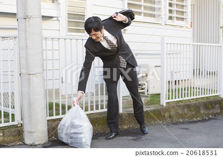 一个扔垃圾的人 20618531