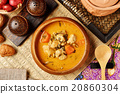 Chicken curry in wooden bowl  20860304