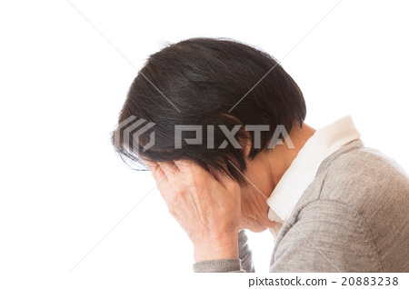 頭疼 頭痛 一個年輕成年女性 20883238