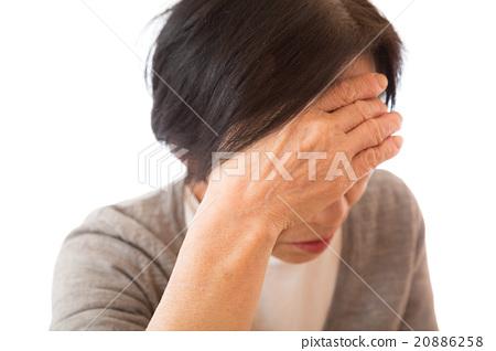 頭疼 頭痛 年長女性 20886258