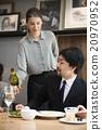 葡萄酒 女服務員 生意人 20970952