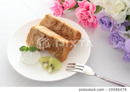 Handmade coffee marble chiffon cake and flowers 20986476
