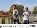 happy, couple, running 20999981