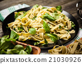 Cooked tagliatelle on a plate 21030926