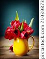 Spring tulips in a vase 21039873