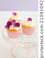 Decorated yellow cupcakes 21041042