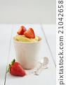 Mug cake 21042658