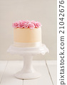 Cake with sugar roses 21042676