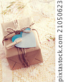 Gift Box with heart-shaped tags 21050623