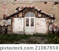 Entrance door to the old ruined building 21067659