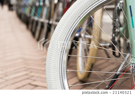 Bicycle tire up, white 21140321