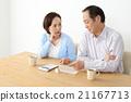 一對擔心家庭預算的老夫妻 21167713