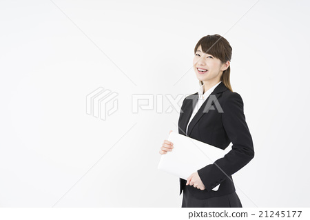 一位女士用一台笔记本电脑用一只手和微笑轻轻地微笑年轻美丽和可爱的西装移动载体女人游牧民 21245177