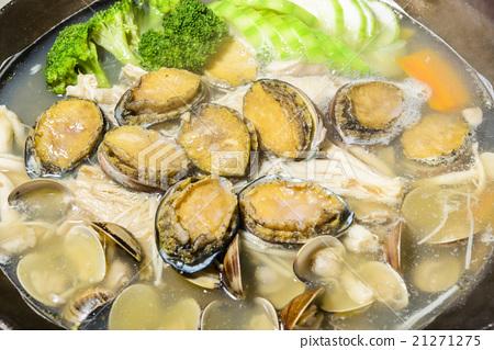 以九孔鮑魚為主的海鮮湯 21271275