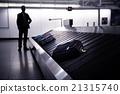 Businessman waiting for suitcase on luggage 21315740