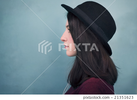 Profile Portrait Lady Wearing Hat Concept 21351623