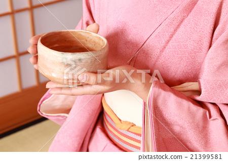 穿和服,撒茶 21399581