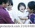 父母和孩子的微笑 21424486