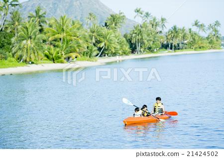 父母在玩海上運動 21424502