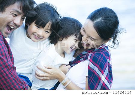 父母和孩子的微笑 21424514