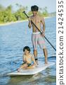 父母和小孩 站起來的槳板 海洋體育 21424535