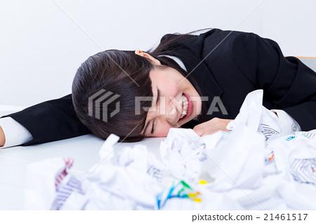 여자 여자 여자 사원 철야 수면 부족 고민 문제 블랙 기업 비즈니스 이미지 사무실 이미지 21461517