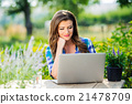 Gardener with notebook, sitting at the table 21478709
